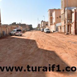 بلدية طريف توجه بسرعة تنفيذ مشروع إعادة سفلتة حي العزيزية وتكثف حملات النظافة