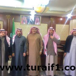 محافظ طريف يجتمع بأعضاء لجنة التوطين بمحافظة طريف