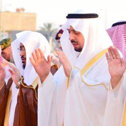 أمير الحدود الشمالية يتقدم المصلين في صلاة عيد الفطر المبارك
