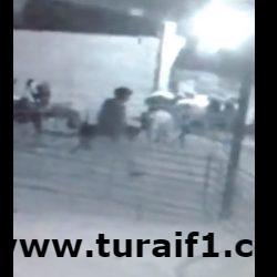 بالفيديو .. كاميرا مراقبة تقود مواطناً لاكتشاف سرقات بأغنامه بحراج الأغنام بطريف
