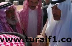 بالفيديو .. سمو السفير السعودي بالأردن مداعباً أحد أبناء البادية الأردنية .. (أنا راعي أبل)