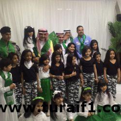 مدير القطاع الصحي بطريف يكرم أسرة شهيد الوطن أحمد السالمي
