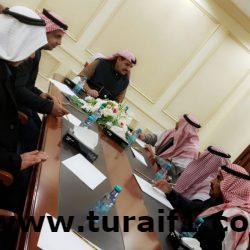 محافظ طريف يجتمع برؤساء اللجان الخاصة بمهرجان الصقور بمحافظة طريف