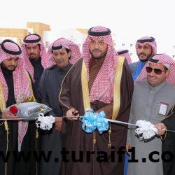 رئيس بلدية طريف يوجه بزراعة الورود الربيعية بطريق الأمير عبدالله بن عبدالعزيز بن مساعد