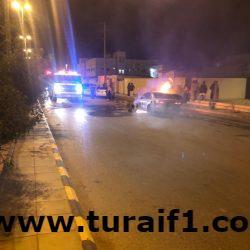 بالصور .. إخماد حريق بسيارة بشارع خالد بن الوليد بطريف
