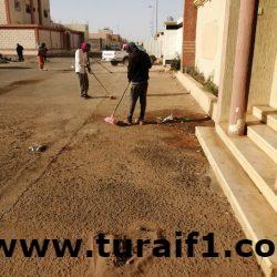 بلدية محافظة طريف تواصل صيانة الحدائق العامة