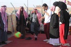 بالصور..مهرجان طريف الشعبي ومسابقة الصقور يجذب كبار السن