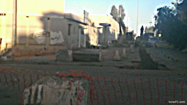 حفرة عميقة امام ابتدائية احمد بن حنبل بطريف