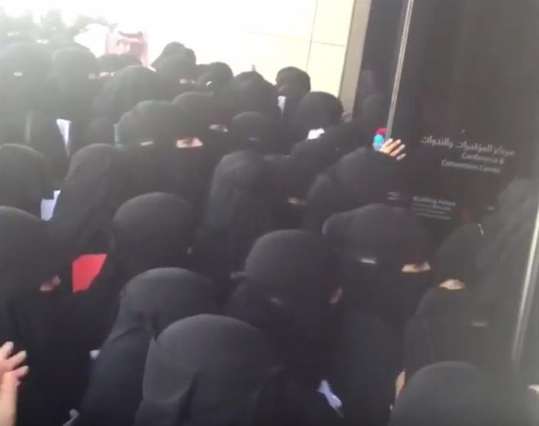 فوضى وتكدس للطالبات في جامعة الأميرة نورة