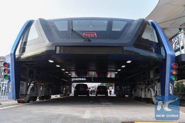 """إطلاق أول حافلة من نوعها """"نفق متحرك"""" بهدف تخفيف الزحام المروري بالصين"""