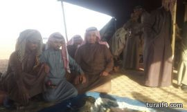 اصطياد طير قرناس في منطقة الحماد للصقار مشعل الشعلان ( صور )