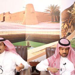 بالصور..الشمري يكرم المشاركين في فعاليات ثاني أيام مهرجان الصقور بطريف