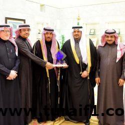 أمير الحدود الشمالية يتفقد جامع الأمير سلطان بن عبدالعزيز