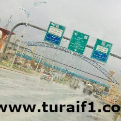 بالصور .. هطول أمطار خفيفة إلى متوسطة على محافظة طريف اليوم