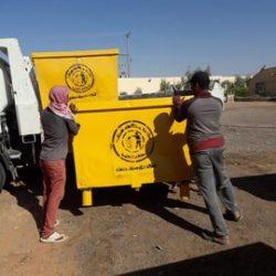 بلدية طريف تضع ملصقات انذار بالإزالة للسيارات المهمله بشوارع المحافظة