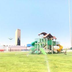بلدية طريف تقوم بصيانة الالعاب بالحدائق العامة