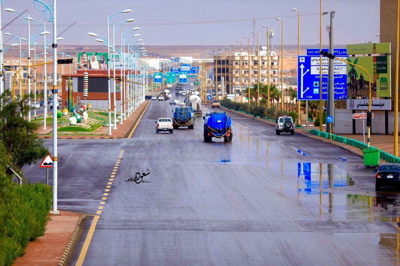 بالصور.. أمطار الخير تهطل الآن على محافظة طريف - اخبارية طريف