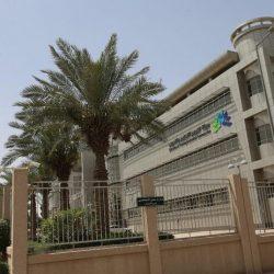 بالصور .. بلدية محافظة طريف تغلق 3 محلات وتصادر 50 كجم من المواد الغذائية