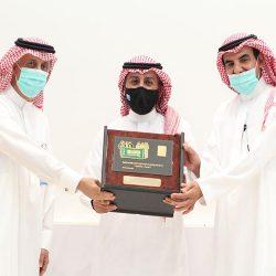 الدكتور خالد دحام الرويلي يجري عملية جراحيه ناجحة