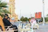 بالصور .. أمير منطقة الحدود الشمالية يشارك رجال الأمن إفطارهم الرمضاني في الميدان