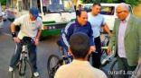 بالصور .. السيسي يتجول على دراجة في شوارع مصر بملابس رياضية