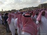 بالصور..جموع غفيرة تؤدي صلاة الجنازة على الأمير النوري بن فواز الشعلان