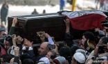 تشييع جثمان أحمد زويل في جنازة عسكرية بالقاهرة
