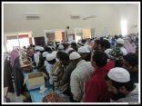 توزيع مئات الهدايا في معايدة مؤسسة الراجحي في جامع الراجحي