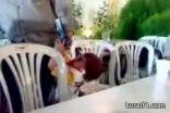 بالفيديو : طفل يقتل والده في حفل زفاف بسوريا