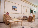 سمو أمير الحدود الشمالية يلتقي بمساعد وزير الموارد البشرية والتنمية الاجتماعية