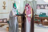 سمو الأمير فيصل بن خالد بن سلطان يتسلم التقرير السنوي لجمعية الثقافة والفنون بالحدود الشمالية