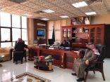 """بحضور رئيس المجلس البلدي """" رئيس بلدية العويقيلة يجتمع بالمقاولين"""