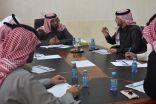 رئيس بلدية محافظة طريف يعقد اجتماع مع مديري الإدارات الخدمية بالبلدية