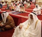 بالصور .. محافظ طريف يتقدم المصلين بصلاة عيد الفطر المبارك