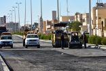 بلدية طريف تواصل أعمالها بإعادة سفلتة بعض الشوارع بالمحافظة