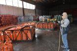 بلدية محافظة طريف تواصل أعمال تطهير وتعقيم الأماكن العامة ومحلات الغاز