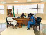 رئيس بلدية طريف المكلف يعقد إجتماع مع مدير إدارة صحة البيئة