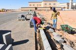 بلدية طريف تبدأ أعمالها بأرصفة الحي الأداري